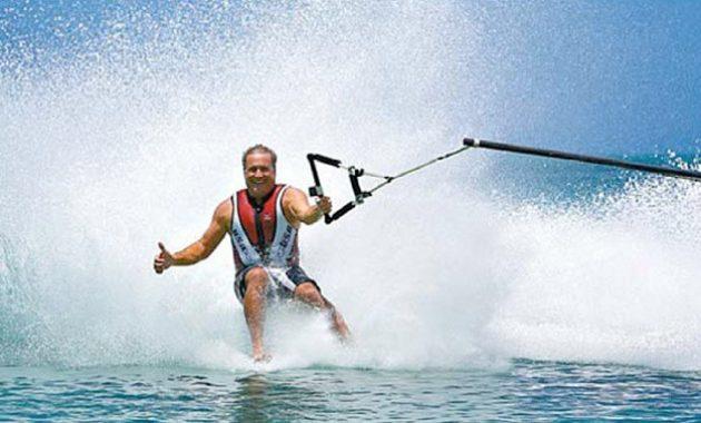 Asiknya Permainan Air Water Ski Bali